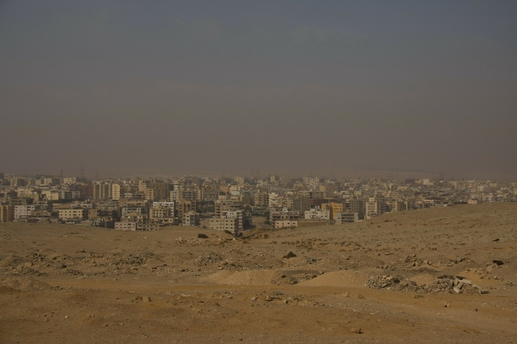 Blik op Cairo vanaf de piramides.