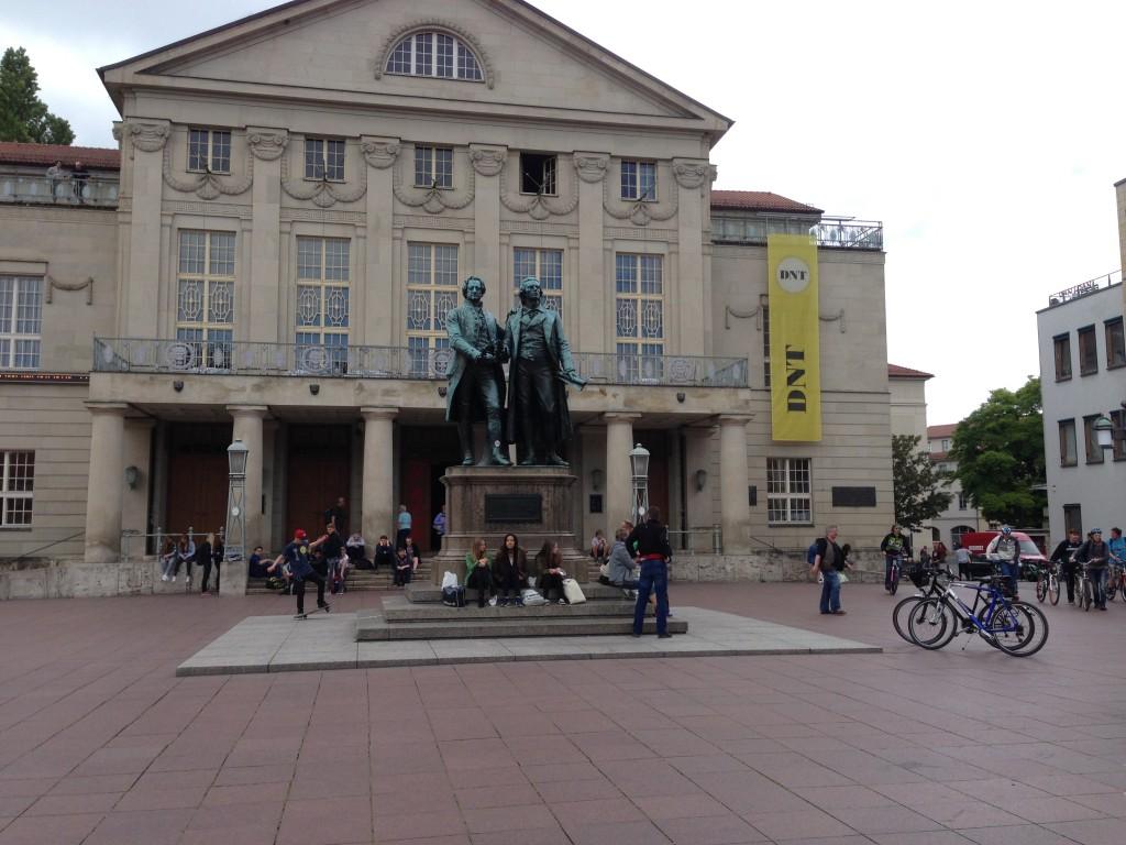Ze staan er nog, Goethe en Schiller, in Weimar