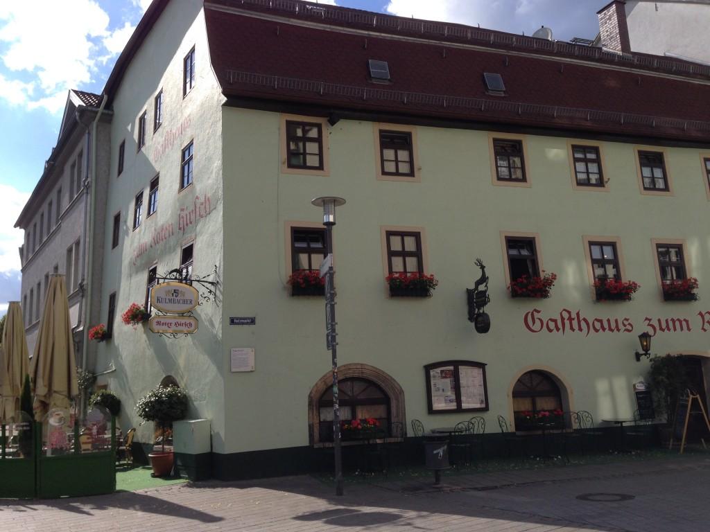 Wij aten in een restaurant dat 500 jaar geleden al op deze plek stond, Roter Hirsch